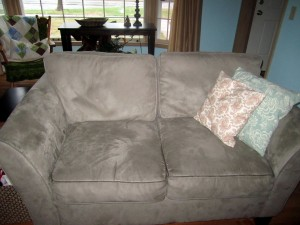 loveseat-before